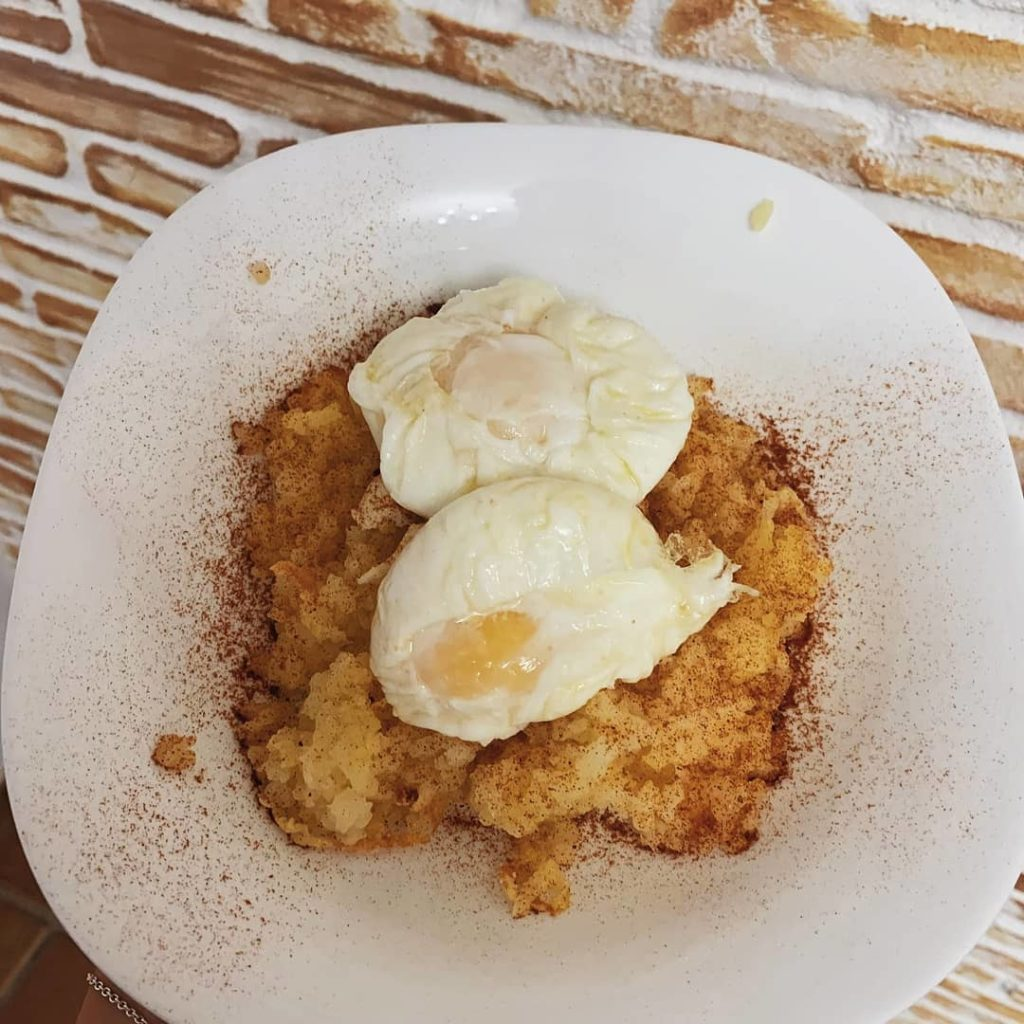 Patatas al horno con huevo fit